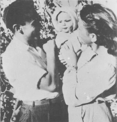 Yehiel, Yossi and Zipporah Rosenfeld before the start of the battles for Gush Etzion, the Historical Archives of Gush Etzion