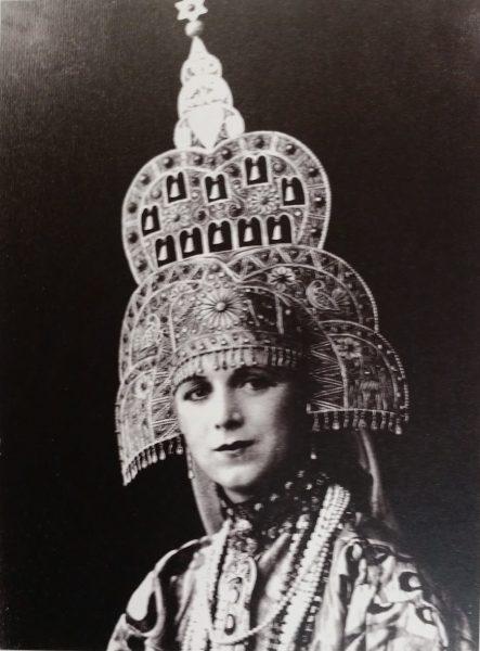 מלכת היופי הראשונה רחל בלומנפלד, אסתר המלכה החמישית 1931 (מתוך אוסף המוזיאון לתולדות תל-אביב-יפו)