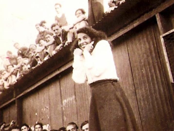 """""""אין לנו פרחים במחנה. כשאבוא לישראל – אגיש לך פרחים בשם כל ילדי קפריסין"""""""