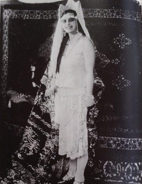 ריקטה שלוש, אסתר המלכה העברייה השנייה, 1927.  אוסף צ' פומרוק, תל אביב