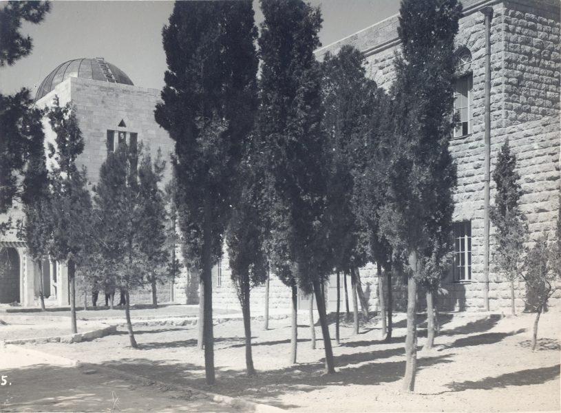חצר האוניברסיטה העברית בהר הצופים, שנת 1925