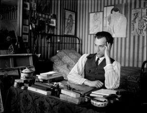 The artist Gyula Zilzer in his study. Photo by André Kertész