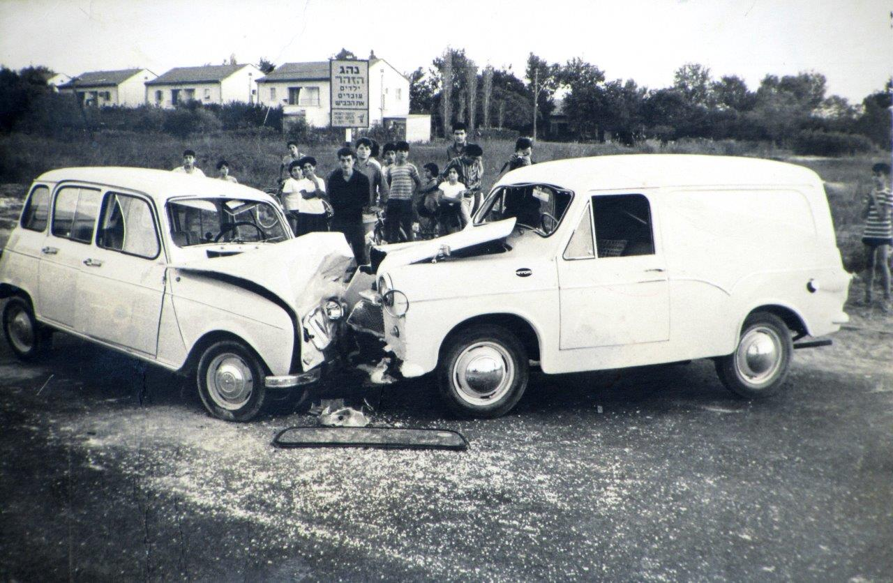 The accident involving Shuv's first Susita, 1964. Photographed on Aluf Sadeh Road, Ramat Gan