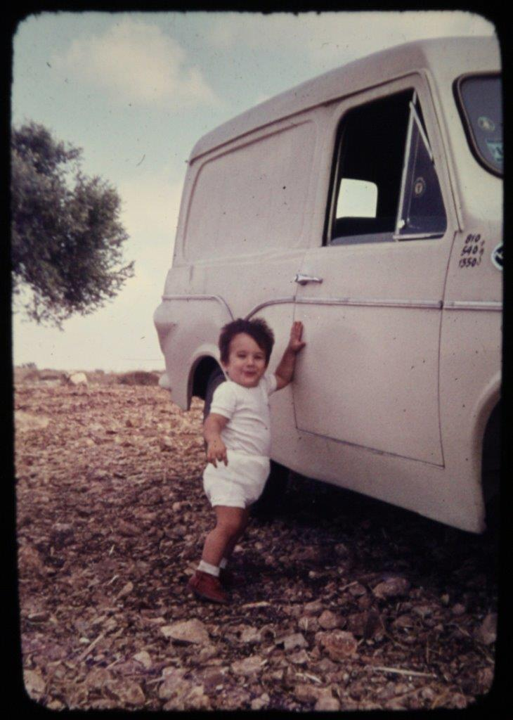 The second Susita. Amos Shuv, Yosef's son, is about a year and a half old in this picture. Photo: Yosef Shuv.