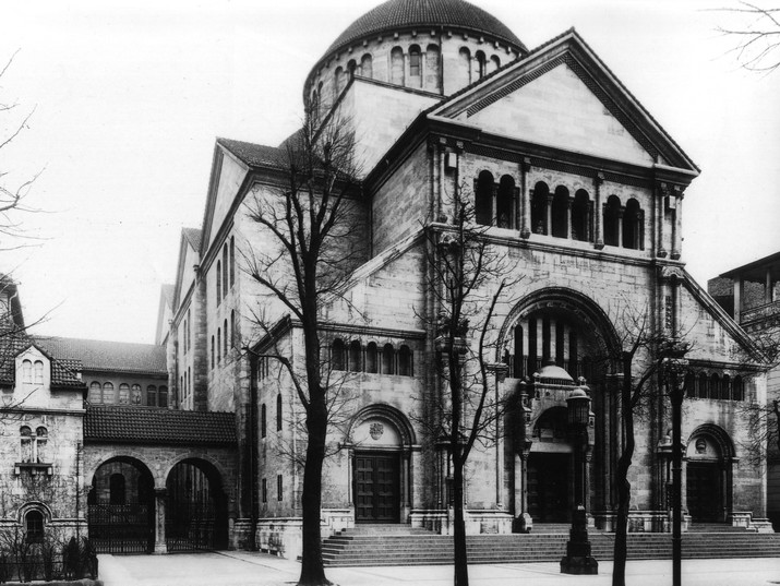 בית הכנסת בשכונת שרלוטנבורג בברלין. הוקם בשנת 1910, נחרב בליל הבדולח