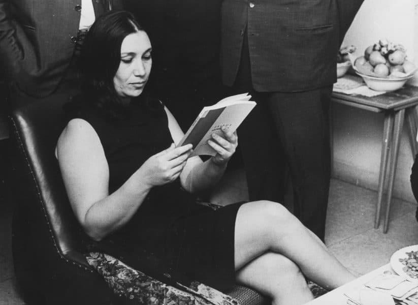 נעמי שמר באירוע לכבוד נשים פולניות שהצילו יהודים במהלך השואה, 1968. צילום: דן הדני