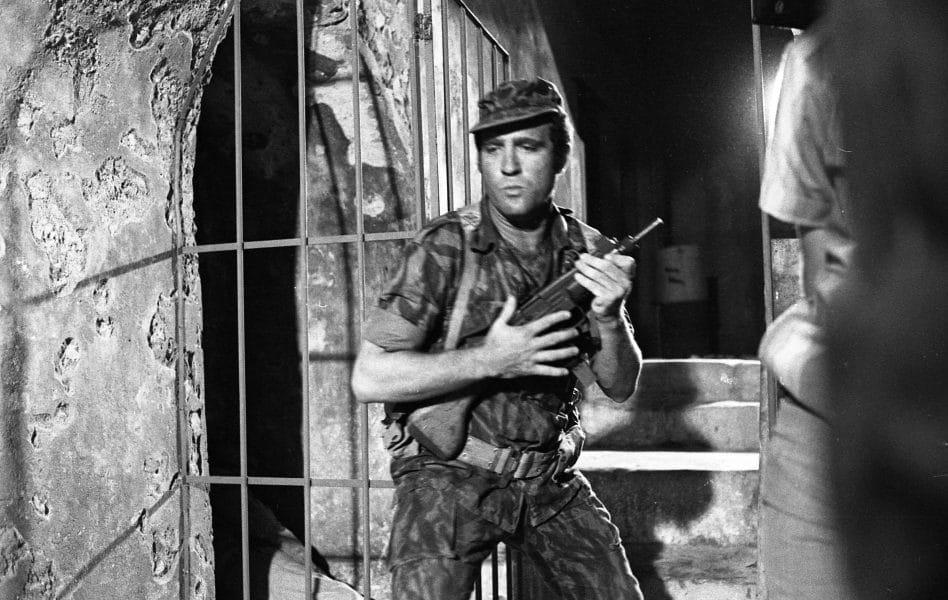 """יהורם גאון, בצילומים ל""""הפרצה הגדולה"""", 1969. צילום: יוסי רוט"""
