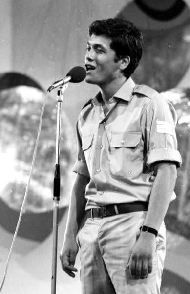 החייל שלמה ארצי בלהקת חיל הים, 1970. צילום: אוסף דן הדני
