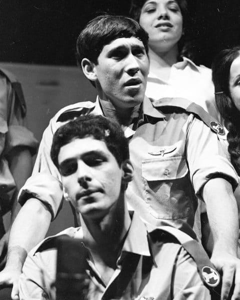 החייל עוזי חיטמן בלהקת פיקוד מרכז, 1972. צילום: אוסף דן הדני