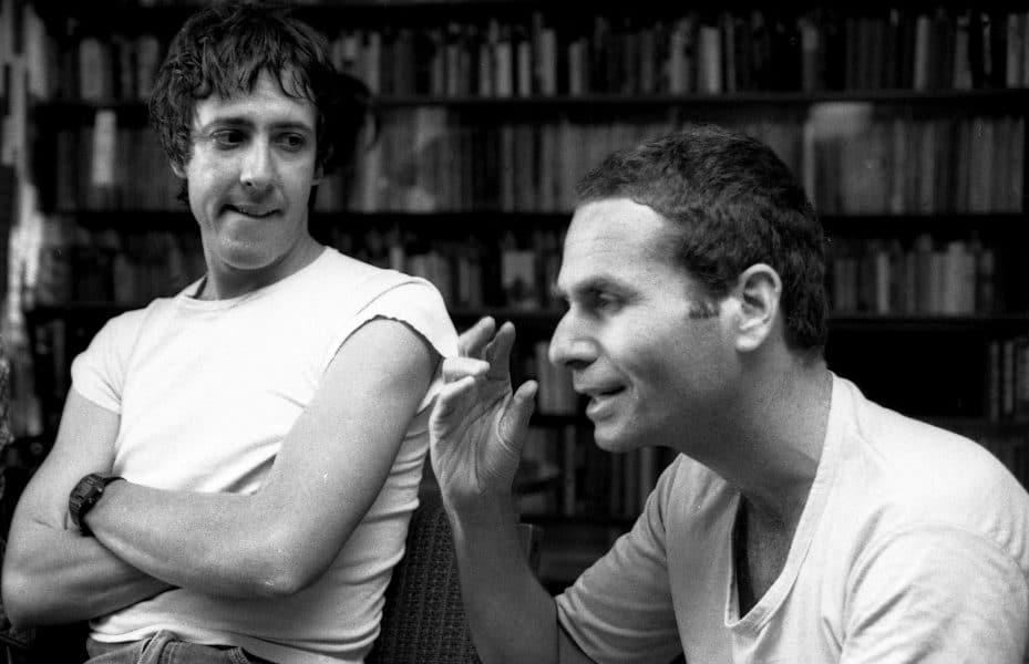 """גידי גוב ושלמה בראבא בראיון לקראת השקת המופע """"ערב חד פעמי"""", 1982. צילום: דן הדני"""