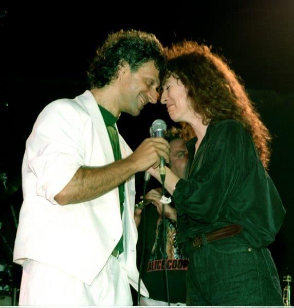 יהודית רביץ עם מתי כספי בהופעה בקיסריה, 1991. צילום: פאר ורד