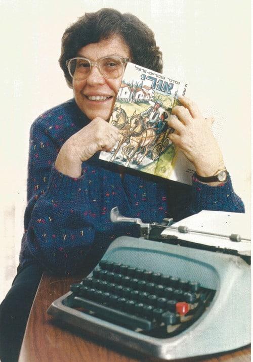 אסתר שטרייט-וורצל, 'אורי' ומכונת הכתיבה