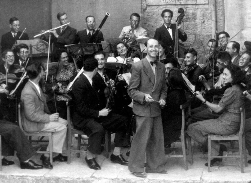 תזמורת הקונסרבטוריון הארצישראלי בירושלים בניצוח המלחין יוסף טל (1939)