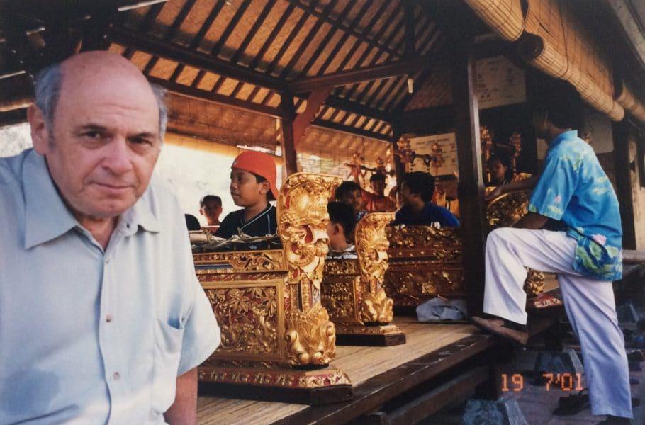 עם תזמורת גמלן בבאלי אינדונזיה (2001)