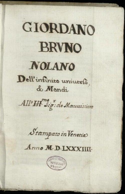 """כותרתו של כתב היד """"De L'infinito universo et mondi"""" של ג'ורדנו ברונו. לחצו על התמונה לצפייה בפריט המקוון"""