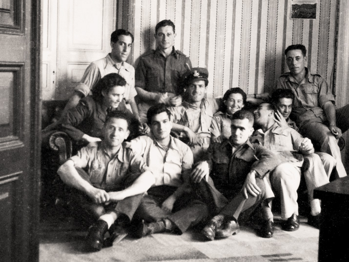 Soldiers from the Land of Israel in Egypt. From left to right: Top row: Rafael Reiss, Dov Harari, Baruch Kamin. Middle: Shurika Braverman, Shaike Dan (?), Haviva Reik. Bottom row: Liuba Gukovski (possibly Yehuda Achisar), Uriel Kaner, Rico Luffy (?). 1944, the Bitmuna Collection.