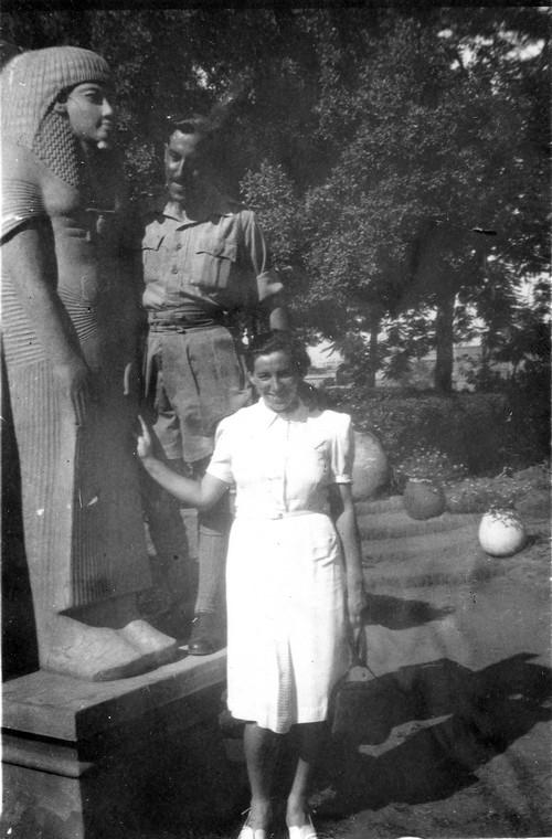 Haviva Reik and Rafael Reiss in Egypt, 1944. Photo: Rafael Reiss, the Bitmuna Collection.