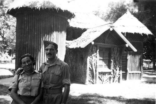 Haviva Reik and Zvi Ben Yaakov at the Cairo Zoo, 1944. Photo: Rafael Reiss, the Bitmuna Collection.
