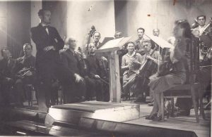 Wolf Durmashkin with the Ghetto Symphonic Orchestra, Vilna Ghetto, September 5th, 1942 (photo: Vilna Ghetto collection, the National Library of Israel).