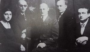 ורשה 1930. משמאל: רחל קורן, יצחק בשביס זינגר, ישראל יהושע זינגר, אהרון צייטלין, מלך ראוויטש