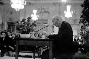 יצחק בשביס זינגר בנאום קבלת פרס הנובל. מתוך: אוסף דן הדני