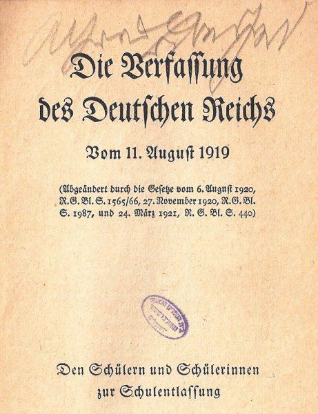 שער החוקה המודפס שקיבלו תלמידות ותלמידים לרגל סיום הלימודים.