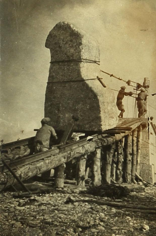 עבודות ההקמה של אנדרטת תל-חי, בערך 1931. ארכיון אברהם מלניקוב,  ARC. 4* 1956 03 39