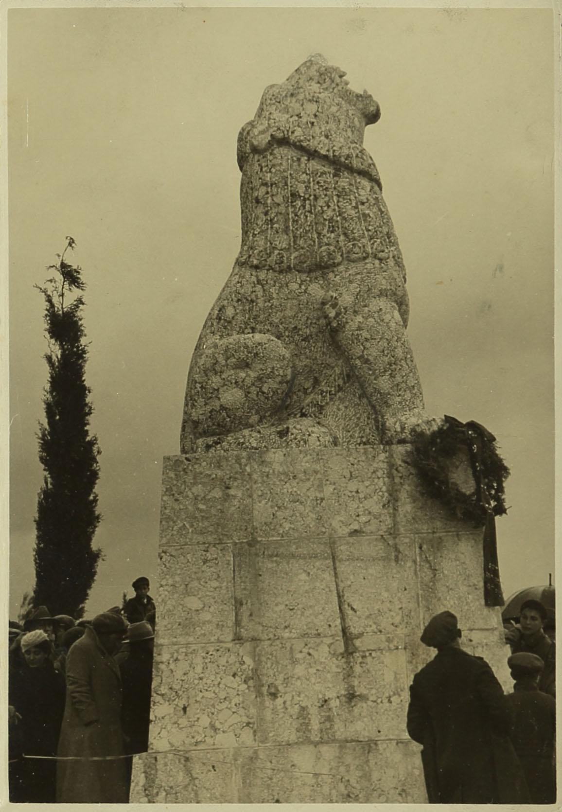 טקס גילוי האנדרטה לגיבורי תל-חי, 23 בפברואר 1932. צלם: בלתי ידוע. ארכיון אברהם מלניקוב, ARC. 4* 1956 03 41