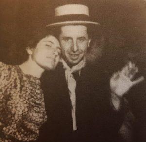 נתן אלתרמן עם נערה במשתה פורים. מתוך הספר: פרפר מן התולעת.