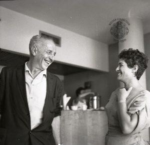 יונה עטרי ונתן אלתרמן בקפה כסית, 1960 צלם: בוריס כרמי מתוך: אוסף מיתר