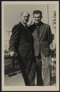 עזרא פליישר (מימין) ואברהם סוצקבר, מתוך אוספי הספרייה הלאומית