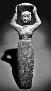 פסלה של אלת השיכר השומרית