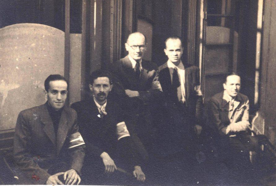 """תצלום קבוצתי של שוטרי """"משמר הגטו"""", 1942-1943 בערך"""