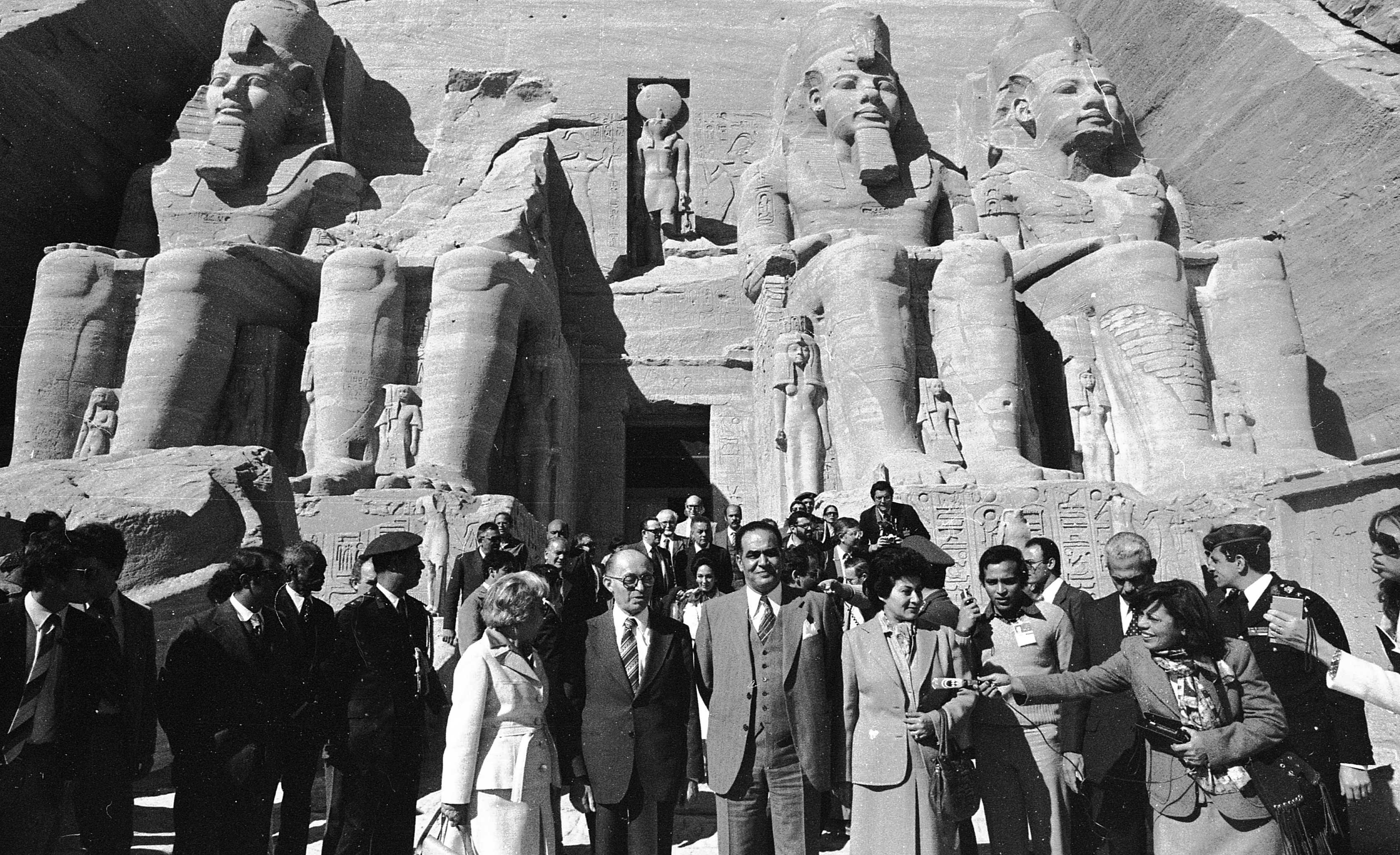 PM Menahem Begin in Egypt to discuss the Peace Process between Egypt and Israel. Photo shows: Visiting Abu Simbel 1980/01/06 Copyright © IPPA 11597-005-06 Photo by [010] Hadani Dan