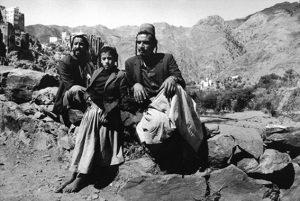 Jewish men in Al-Hajar, Haydan, Yemen, 1984, photo by Myriam Tangi.