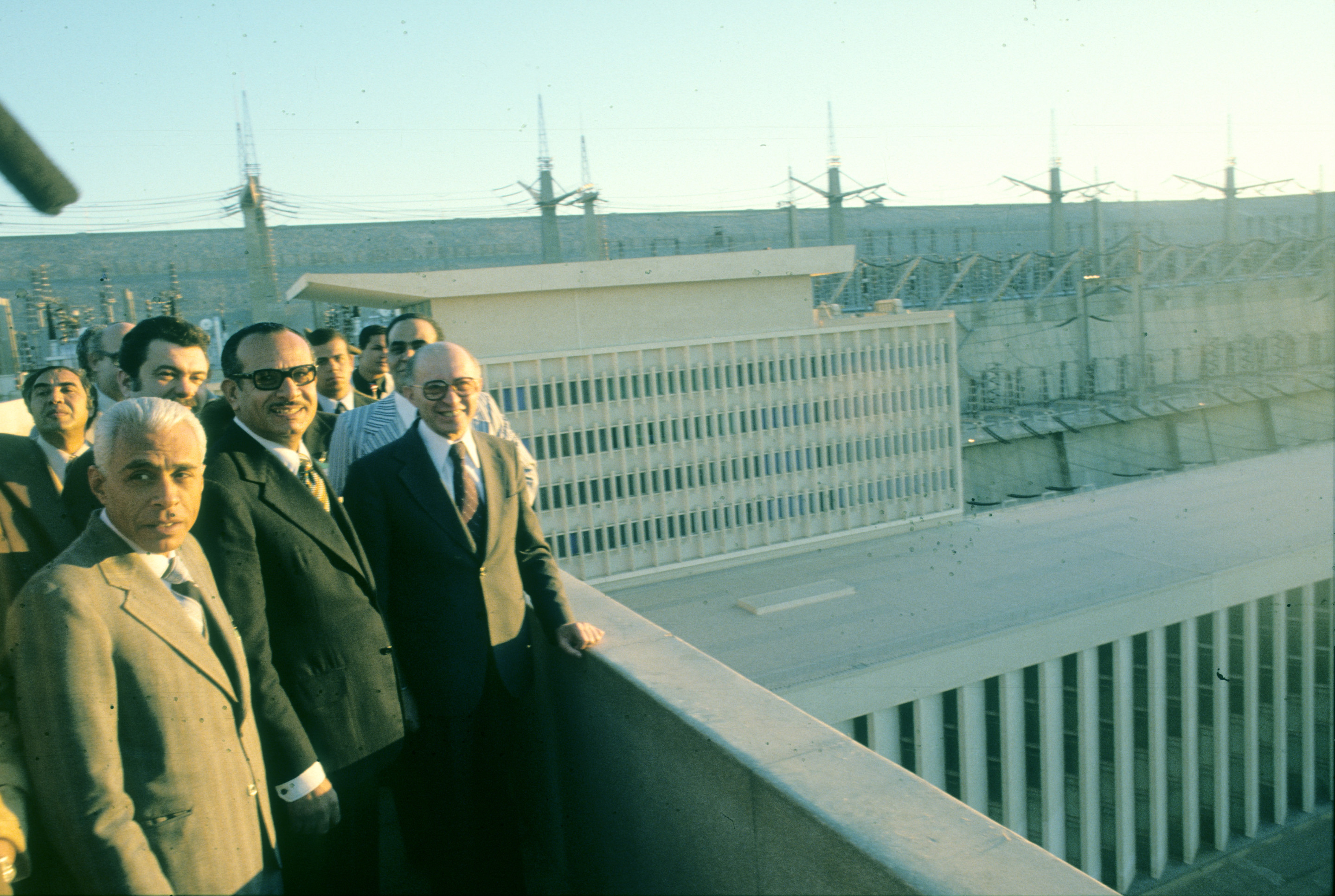 The 5th visit of PM Menahem Begin in Egypt to discuss the Peace Process between Egypt and Israel. Photo shows: On way to visit the Assuan Hidroelectric Power Station 1977/12/26 Copyright © IPPA 80260-001-85 Photo by [010] Hadani Dan