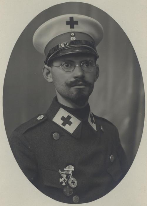 אברהם (אדולף) פרנקל כחייל בחיל הרפואה הגרמני במלחמת העולם הראשונה