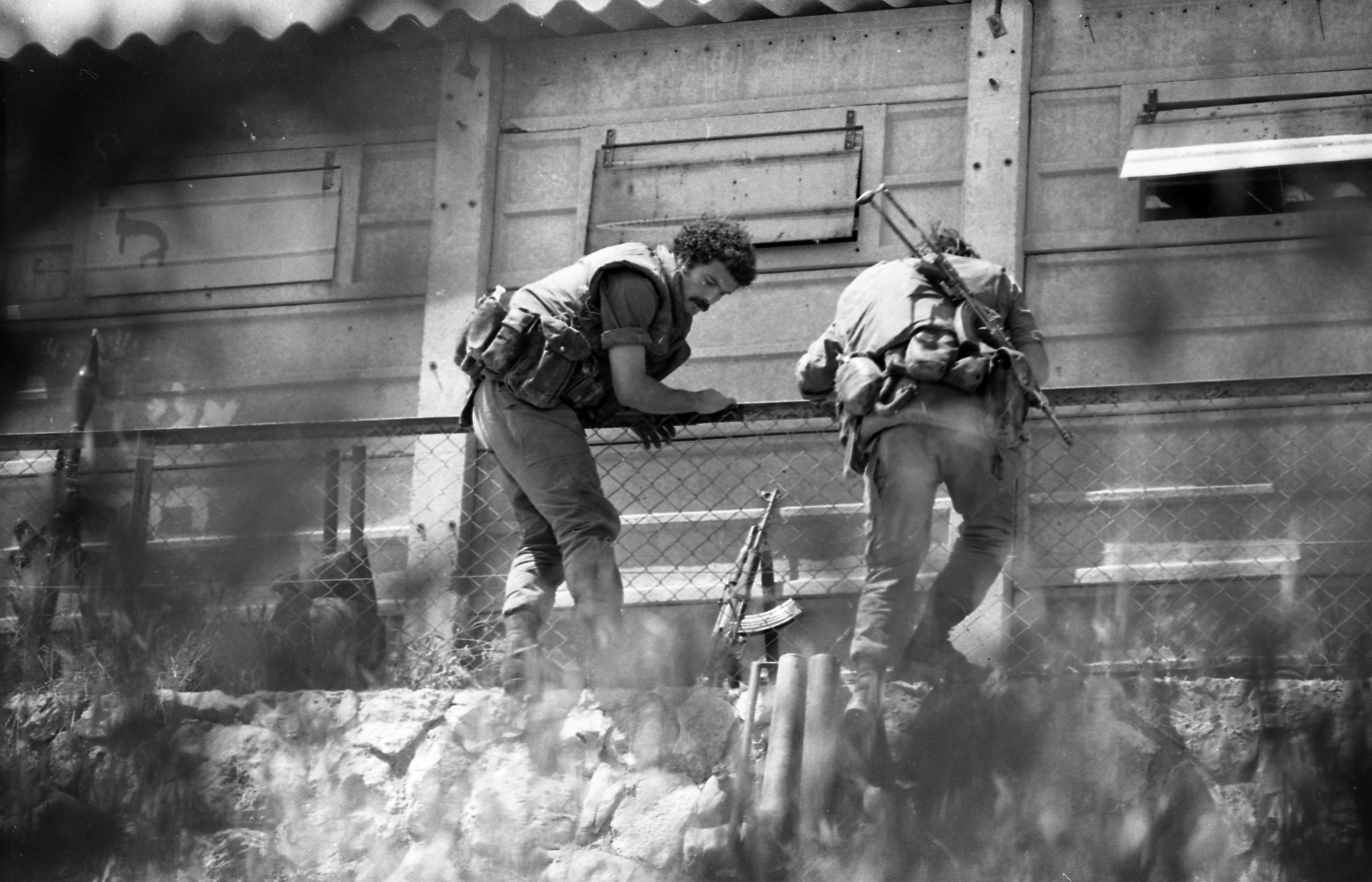 An Arab terrorist group attacked a school at Maalot killing several children and wounded thenth of them. IDF attacked the group killing the terrorists. Photo shows: IDF cotra attacking the Arab Terrorist group who sized the school at Maalot 1974/05/15 Copyright © IPPA 09239-006-38 Photo by IPPA Staff