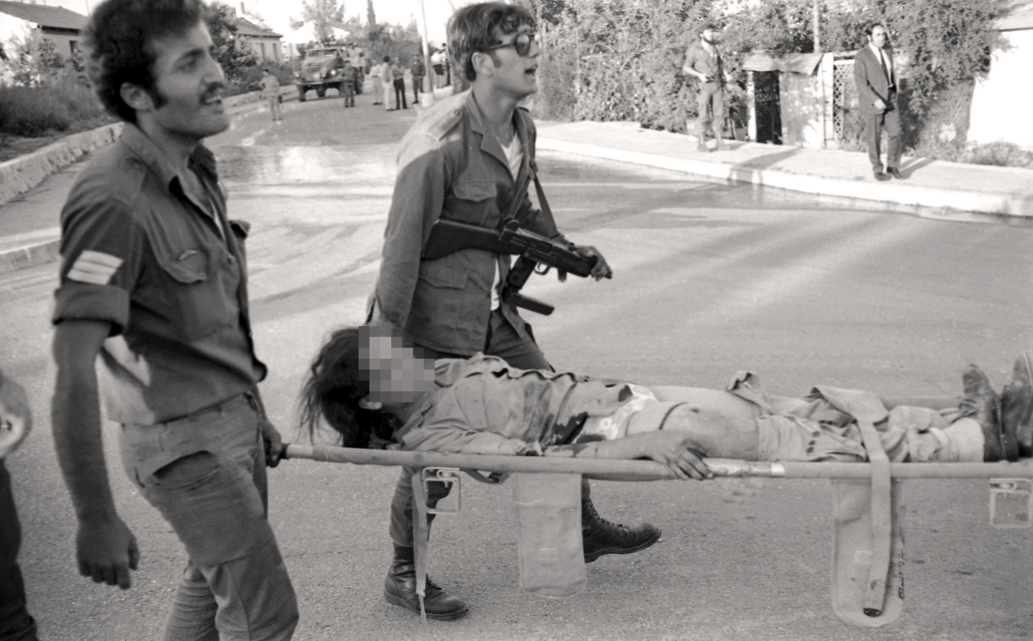 An Arab terrorist group attacked a school at Maalot killing several children and wounded thenth of them. IDF attacked the group killing the terrorists. Photo shows: IDF carrying wounded children 1974/05/15 Copyright © IPPA 09239-010-08 Photo by IPPA Staff