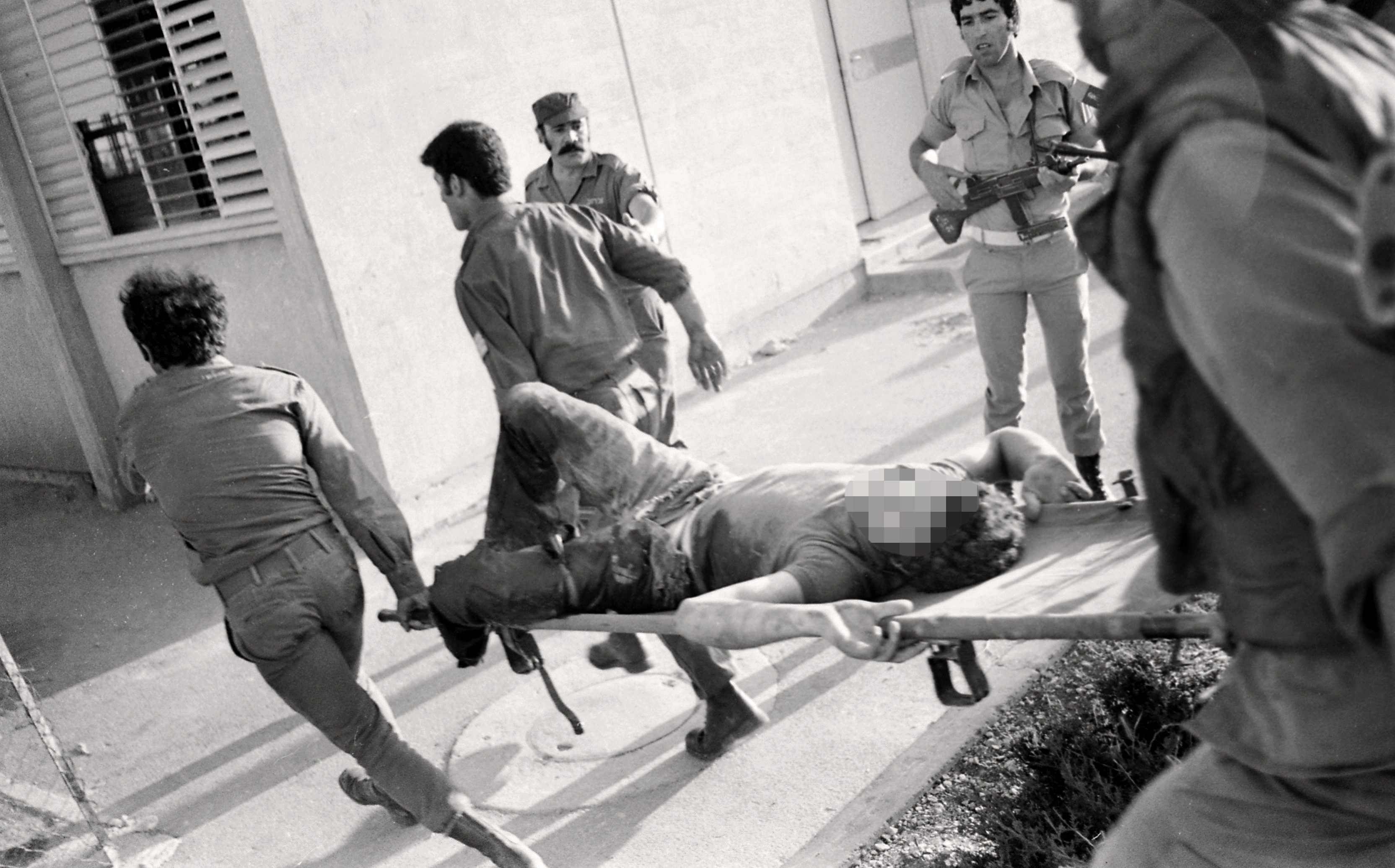 Arab terrorist group attacked a school at Maalot killing several children and wounded thenth of them. IDF attacked the group killing the terrorists. Photo shows: IDF carrying wounded children 1974/05/15 Copyright © IPPA 09239-010-37 Photo by IPPA Staff