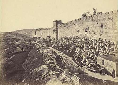 החומה המזרחית ושער הרחמים. צילום: פרנק מייסון גוד, 1875