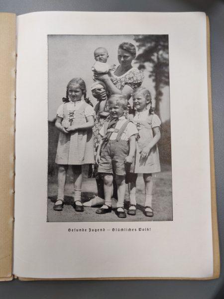"""המשפחה הגרמנית האידיאלית לפי העלון """"אתם ועמכם"""""""