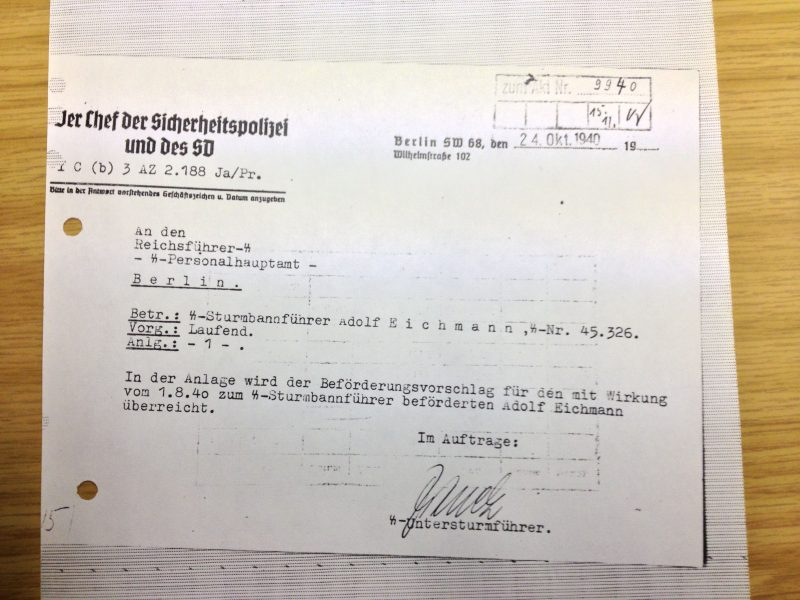 צילום של אישור דרגתו של אייכמן ב-אס.אס., 1940