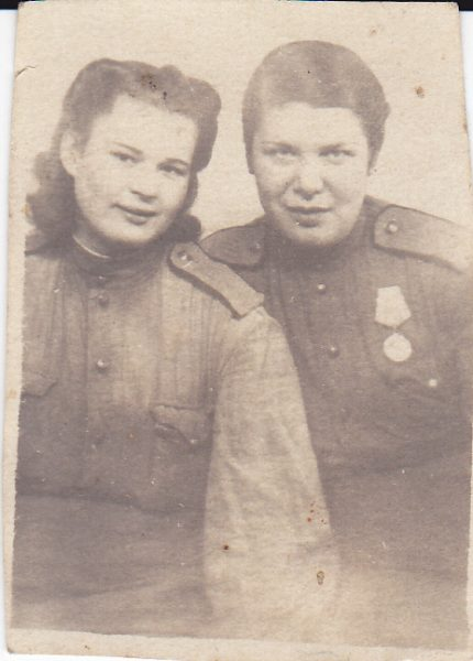 מימין: גולובינסקאיה סופיה זכרובנה