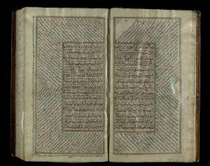 דפים מתוך כתב יד הודי של הקוראן משנת 1601, בהם מוצגת סורת אל-בקארה שבה מוזכר אברהם. מתוך: אוספי הספרייה הלאומית