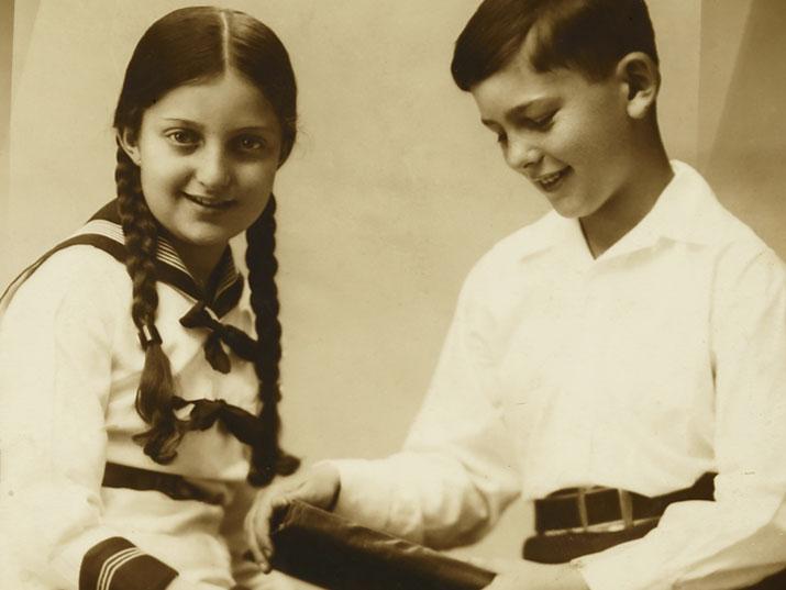 חנה סנש: הילדה שהתחילה לכתוב, ולא הפסיקה מאז