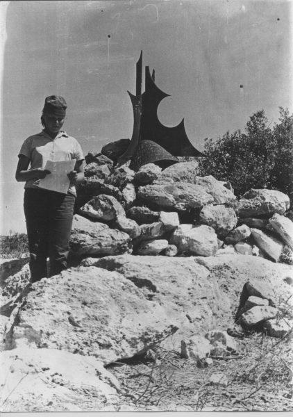 """האנדרטה על גבעת הקרב לזכר הל""""ה"""