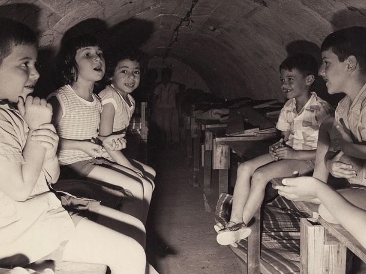 ילדים כותבים מהמקלט