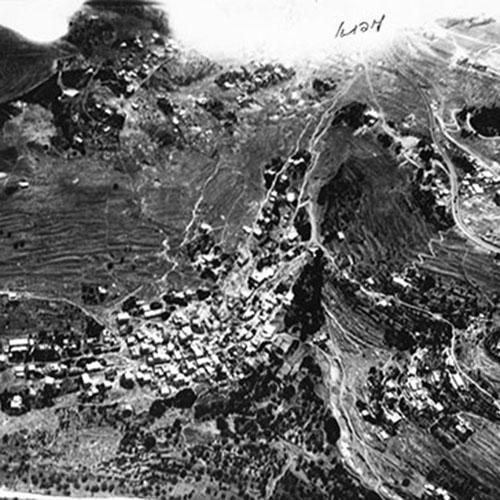 تصوير جوي لقرية لفتا عام 1947، من ملف مسح القرى العربيّة للهجاناه، أرشيف ياد يتسحاك بن تسفي، المكتبة الوطنية.