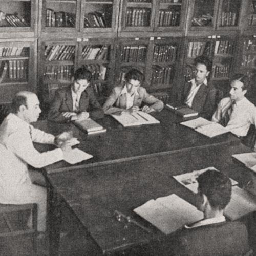 الأستاذ الحاج مير أستاذ التاريخ في مكتبة الكلية العربية. مجلة هنا القدس، 6 كانون الاول 1942. لقراءة العدد